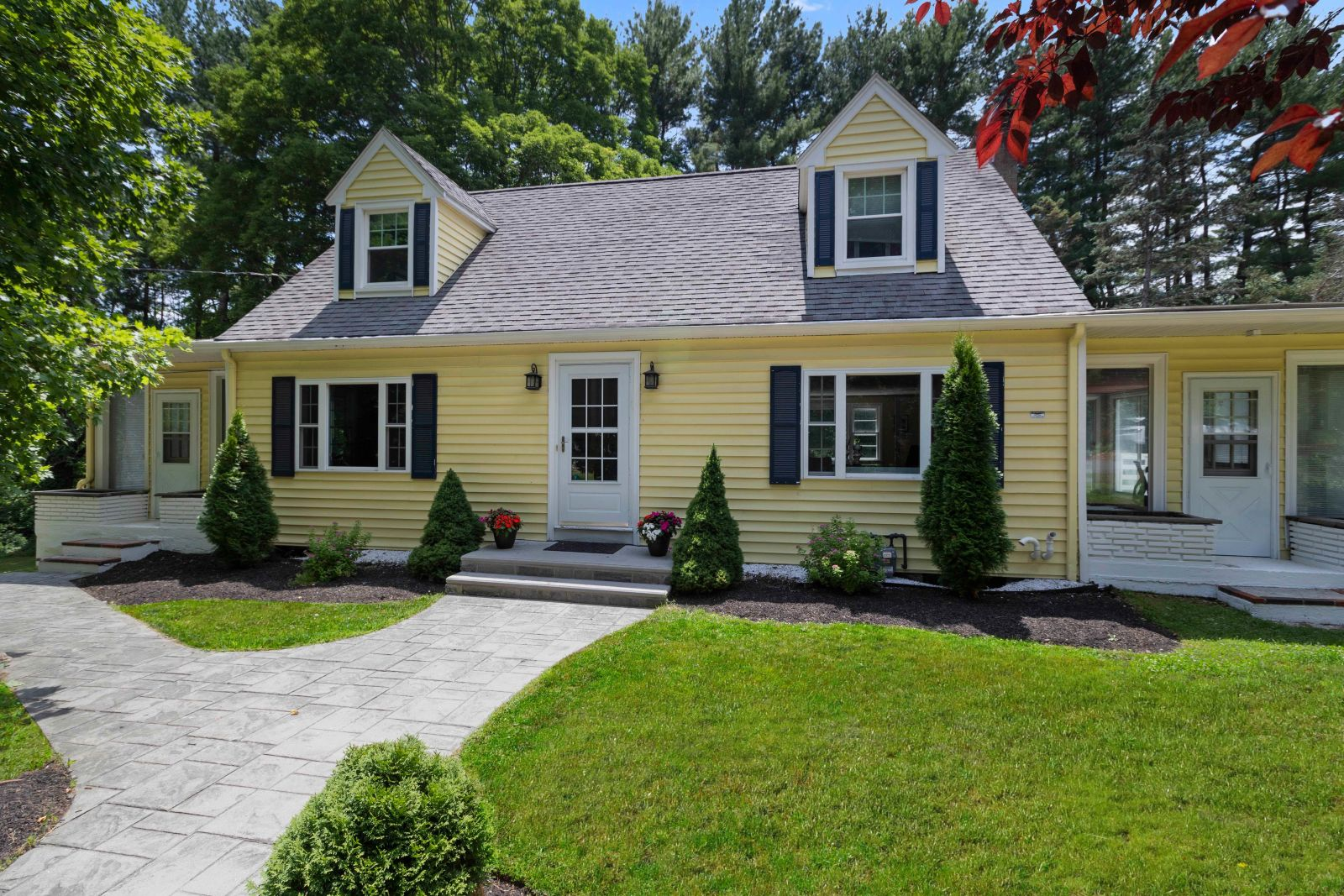 Home for sale in Sudbury MA-front of house