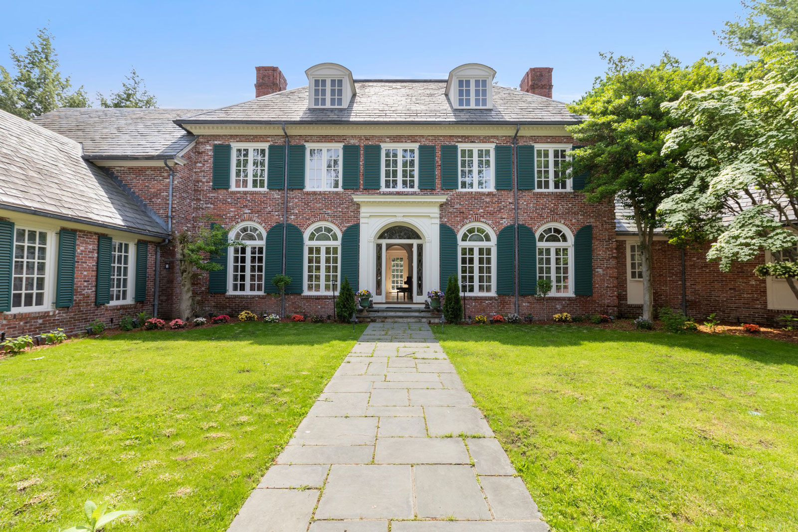 Front view of 14 Dellbrook Rd, Weston, MA